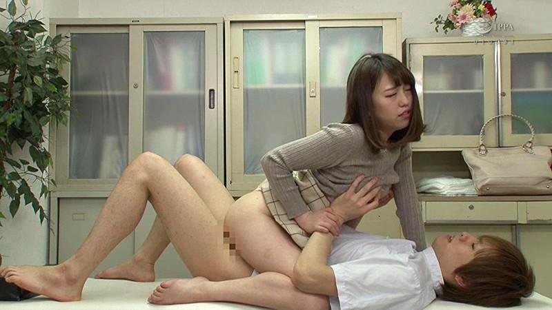 ソソる女子に人気の整体院には訳がある…どんな女もソノ気にさせる開脚メコスジマッサージにパンツの上から糸引くほど濡れちゃった女たちScreenshot