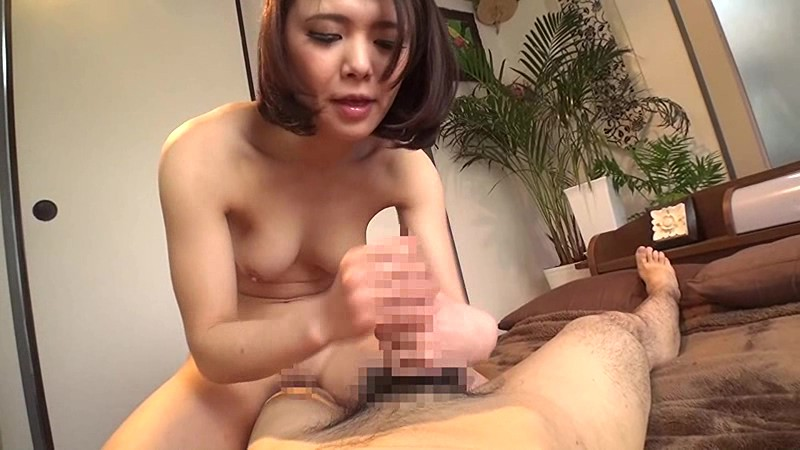Girl squeezes dick — pic 9
