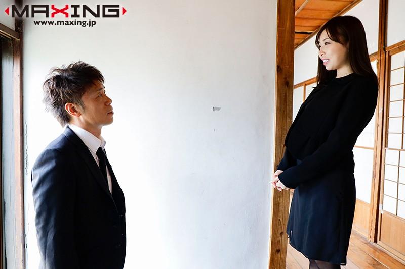 妖艶な肉体を喪服で包み込んだ未亡人は夫の命日に犯される 篠田れいこScreenshot