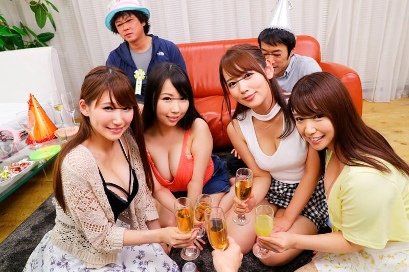 【長尺VR】日本一の雑用係の僕がいつも部屋を綺麗にしてたら、いつの間にかナンパ師たちの連れ込み部屋になっていて、飲み会ゲームで盛りあがって、そのまま、おこぼれで生中出し7P大乱交SEXをSCOOP!!Screenshot