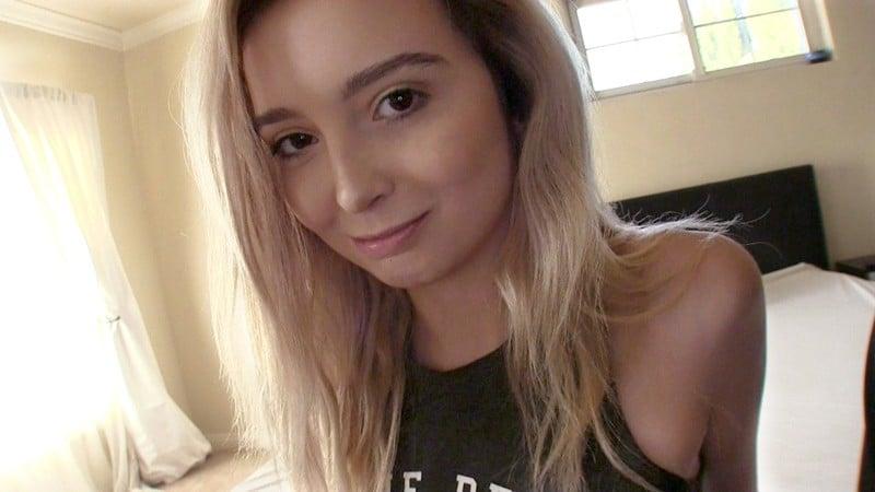 ロスでナンパした9頭身女子大生がノーブラ大股開脚を見せつけてきたので強引に口説き落として勝手にAVデビューレキシー(19歳)Screenshot