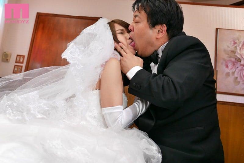 おれの最愛の妹が中年オヤジとの望まない結婚を強いられた 椎名そらScreenshot